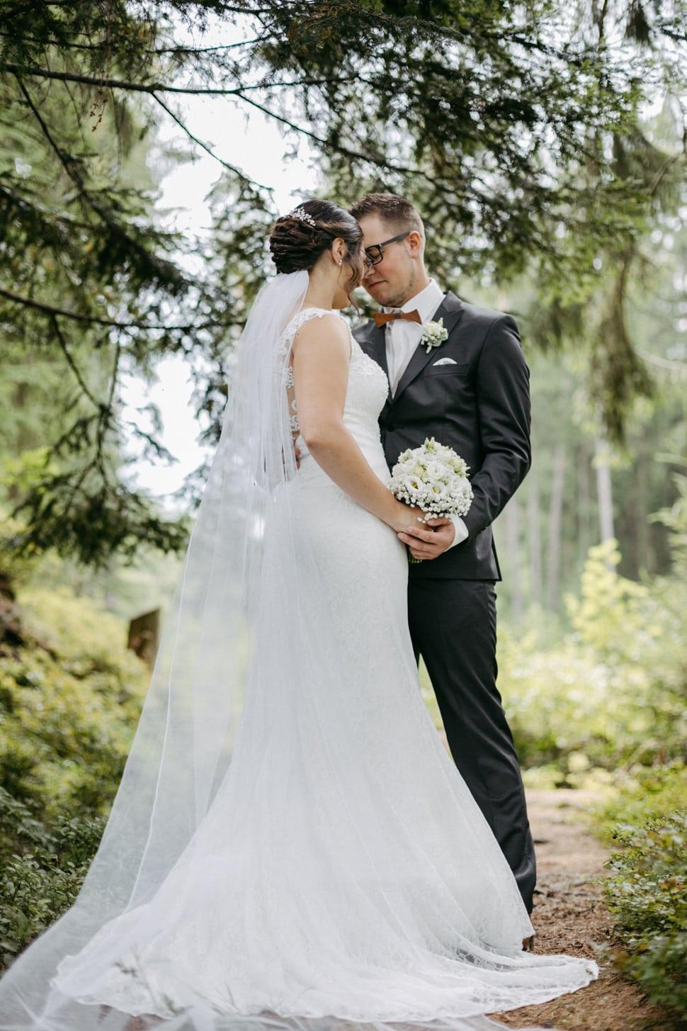 Hochzeitsfotos im Wald